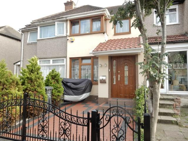 2 Bedrooms Terraced House for sale in Oval Road North, Dagenham RM10