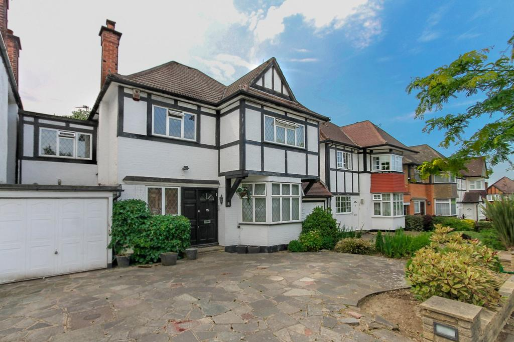 4 Bedrooms Link Detached House for sale in Hazel Gardens, Edgware, HA8