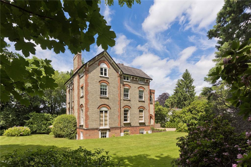 2 Bedrooms Flat for sale in Sandgate, Portsmouth Road, Esher, Surrey, KT10