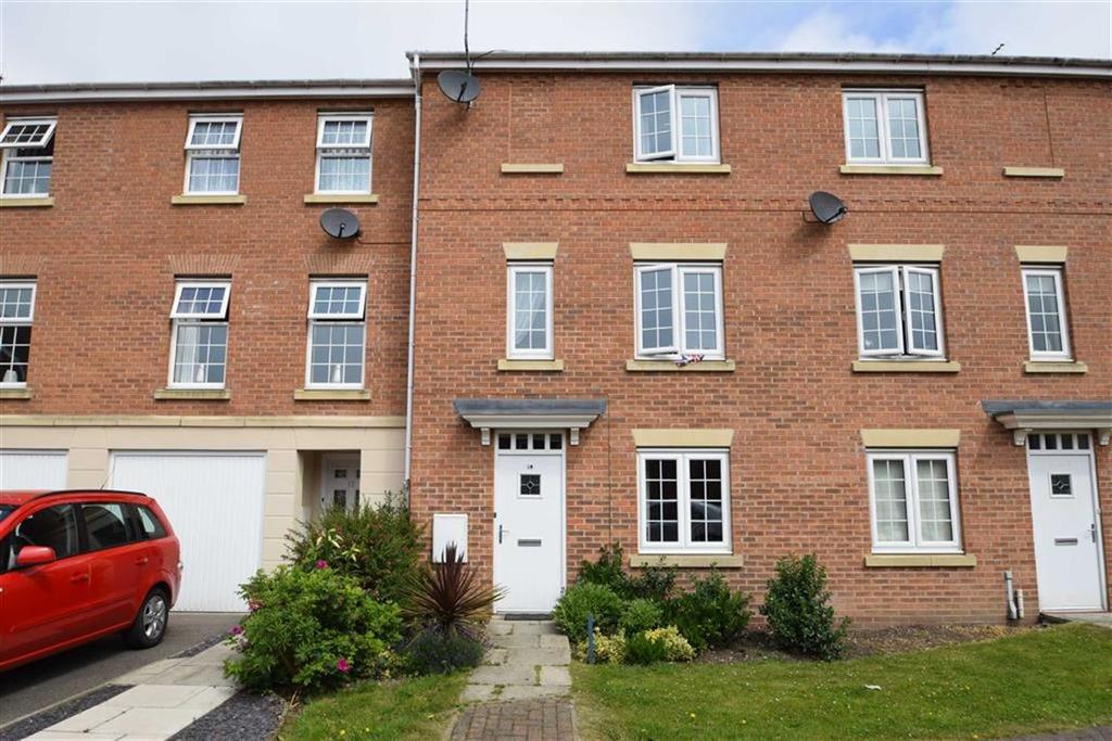 3 Bedrooms Terraced House for sale in St Georges Croft, Bridlington, East Yorkshire, YO16