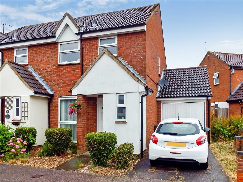 3 Bedrooms Semi Detached House for sale in The Hedgerows, Stevenage, Hertfordshire, SG2