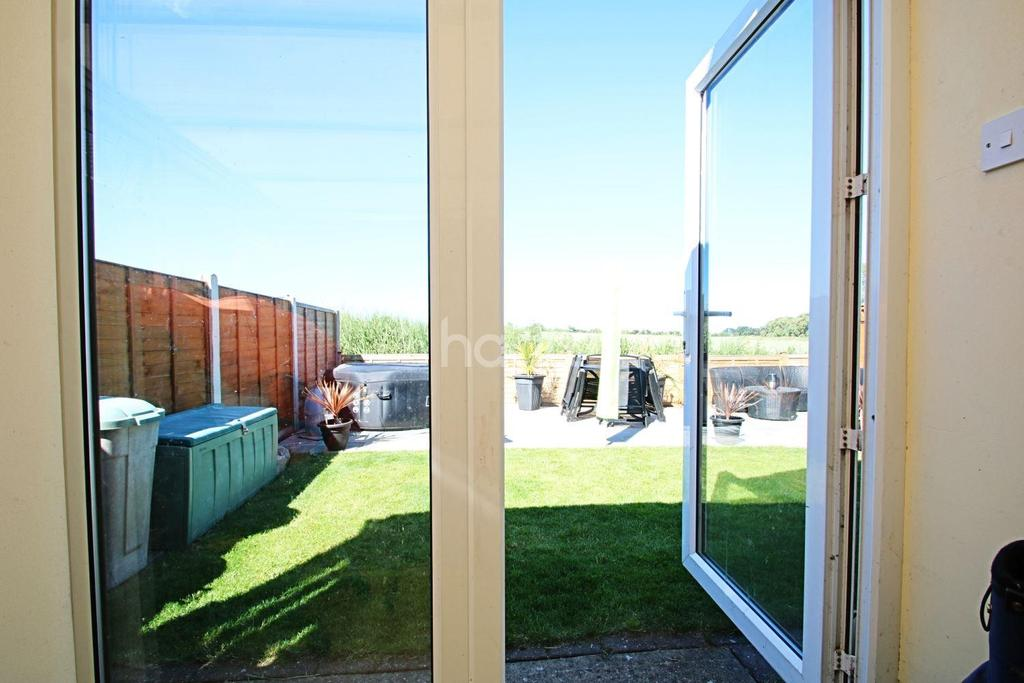 4 Bedrooms Bungalow for sale in Holland-on-sea