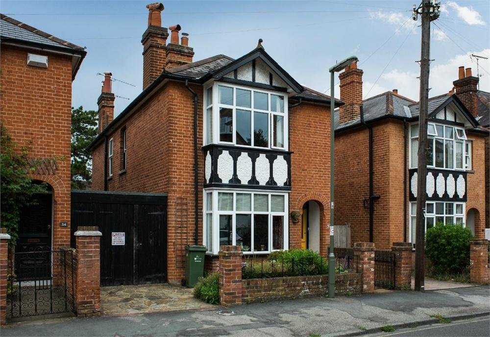 4 Bedrooms Detached House for sale in Wodeland Avenue, Guildford, Surrey