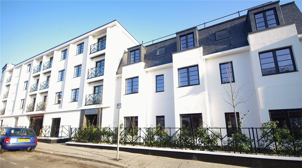 2 Bedrooms Apartment Flat for sale in Essoldo Court, 4 Granville Road, Watford, Hertfordshire, WD18