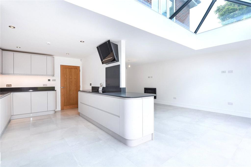 5 Bedrooms Detached House for sale in Richmond Drive, Watford, Hertfordshire, WD17
