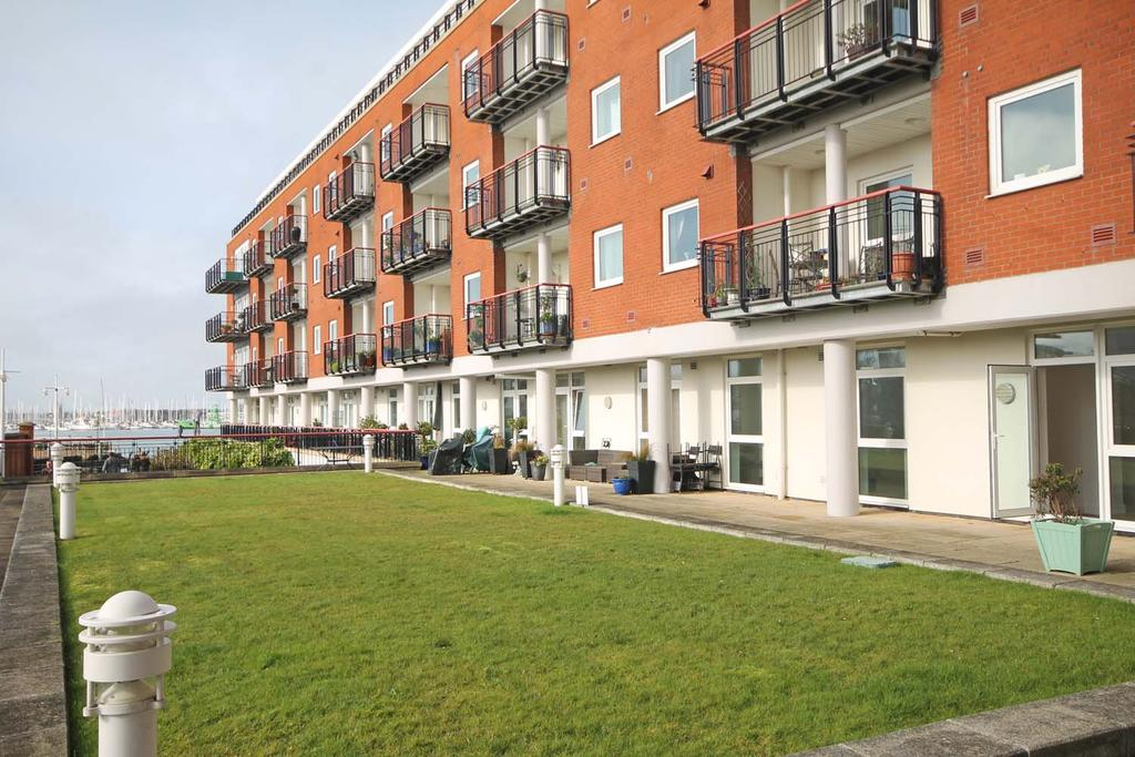 2 Bedrooms Apartment Flat for sale in Arethusa House, Gunwharf Quays, Portsmouth PO1