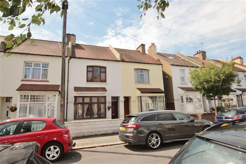 2 Bedrooms Terraced House for sale in Wellington Avenue, Chalkwell, Essex