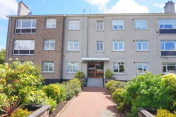 2 Bedrooms Flat for sale in Flat 3, 127 Fenwick Road, Giffnock, Glasgow, G46 6JB