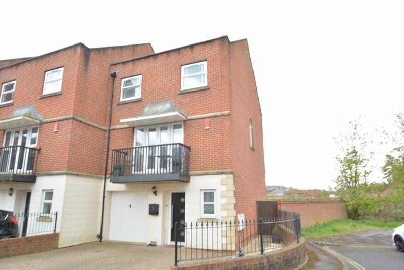 5 Bedrooms End Of Terrace House for sale in Shepherds Spring Lane, Andover