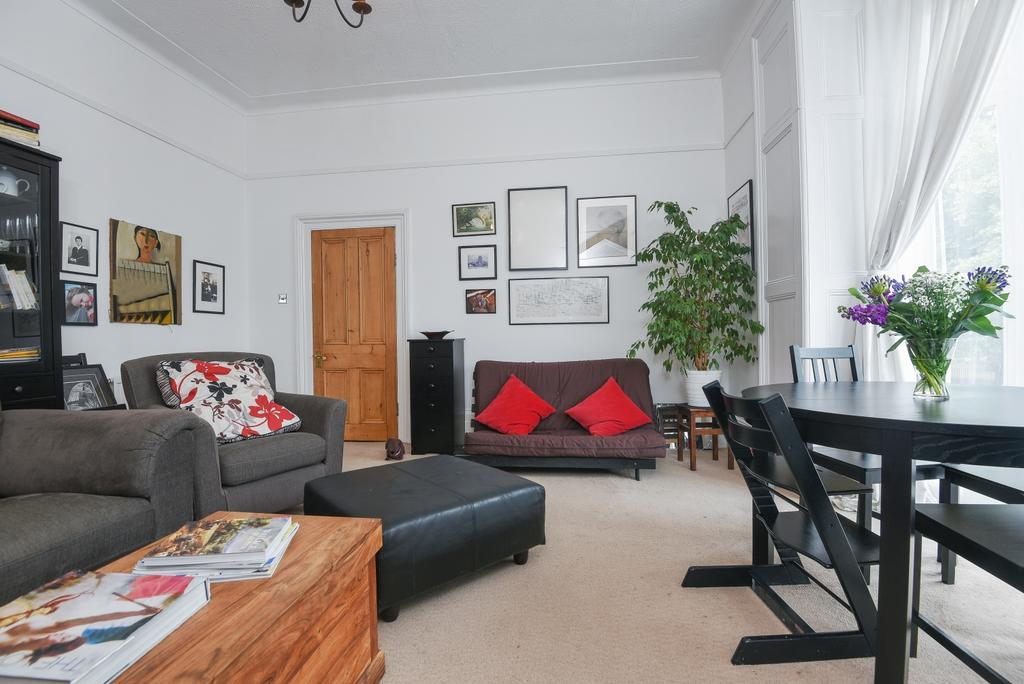 2 Bedrooms Flat for sale in Westcombe Hill, London, SE3