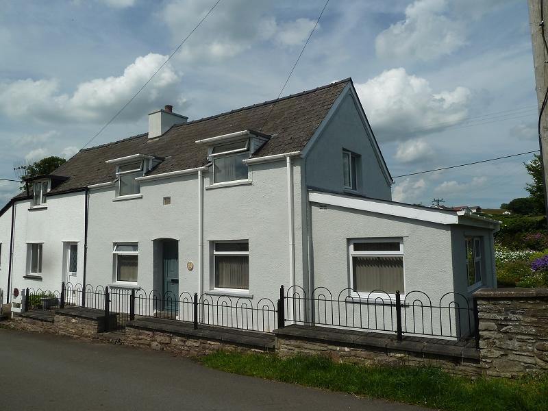 2 Bedrooms Semi Detached House for sale in The Old Smithy, Llanddew, Brecon, Powys.