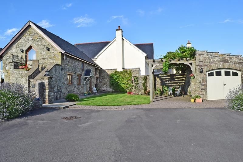 2 Bedrooms Barn Conversion Character Property for sale in Eglwys Nunnydd , Margam, Port Talbot, Neath Port Talbot.