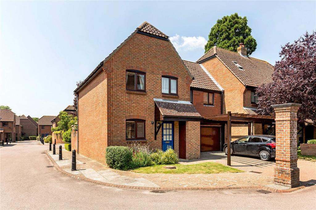 3 Bedrooms End Of Terrace House for sale in Bishopsgate Walk, Chichester, West Sussex