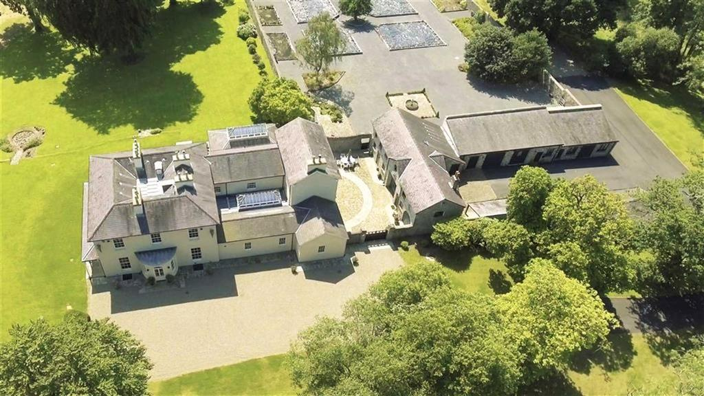 7 Bedrooms Detached House for sale in Penybanc, Llandeilo, Carmarthenshire