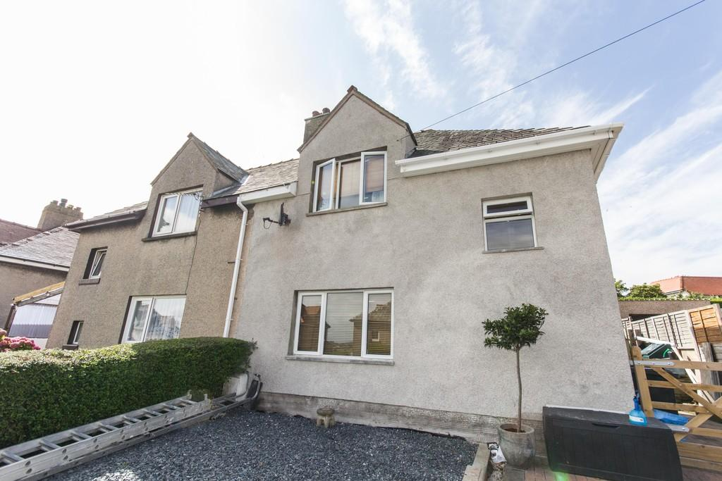 3 Bedrooms Semi Detached House for sale in 24 Jutland Avenue, Flookburgh