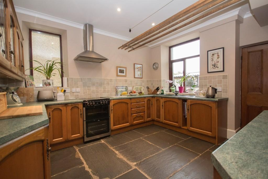 4 Bedrooms Detached House for sale in Chapel Street, Dalton-In-Furness