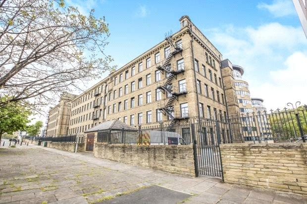 2 Bedrooms Apartment Flat for sale in Apartment 9, Old Mill, Salts Mill Road, Shipley