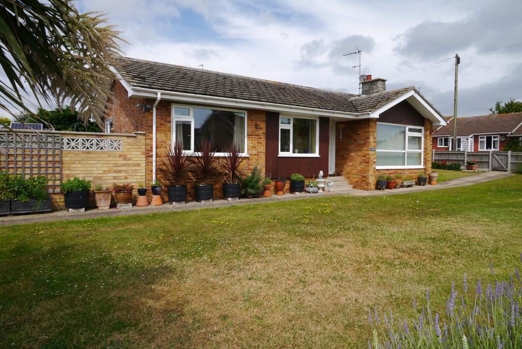 3 Bedrooms Detached Bungalow for sale in Hall Road, Kessingland, Lowestoft
