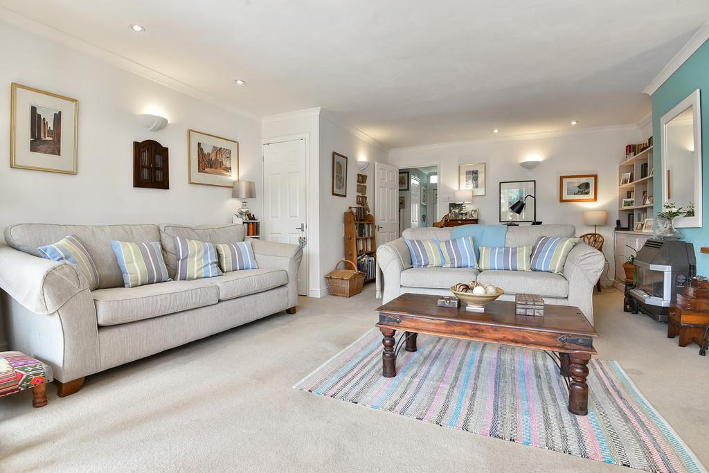 3 Bedrooms Terraced House for sale in Spinners Close, Biddenden