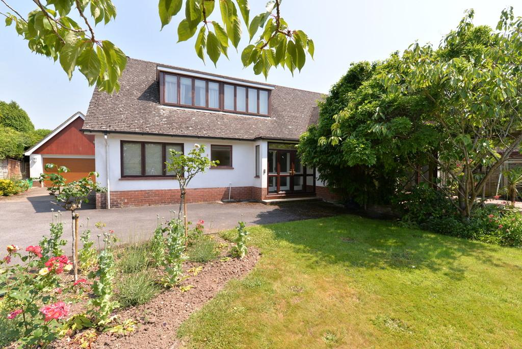 4 Bedrooms Detached House for sale in Farm Lane South, Barton on Sea