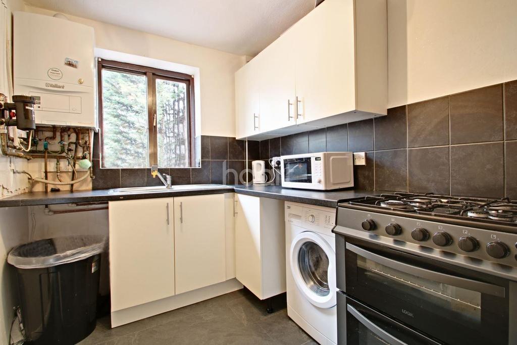 3 Bedrooms Terraced House for sale in Aldington Close, Dagenham
