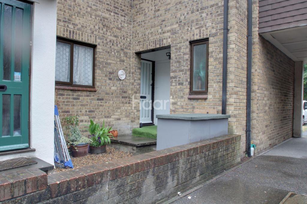 1 Bedroom Maisonette Flat for sale in Connaught Gardens, Morden, SM4