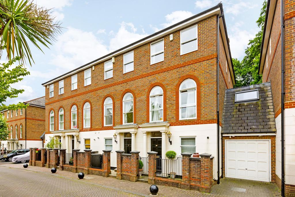 5 Bedrooms House for sale in King George Square, Richmond. TW10