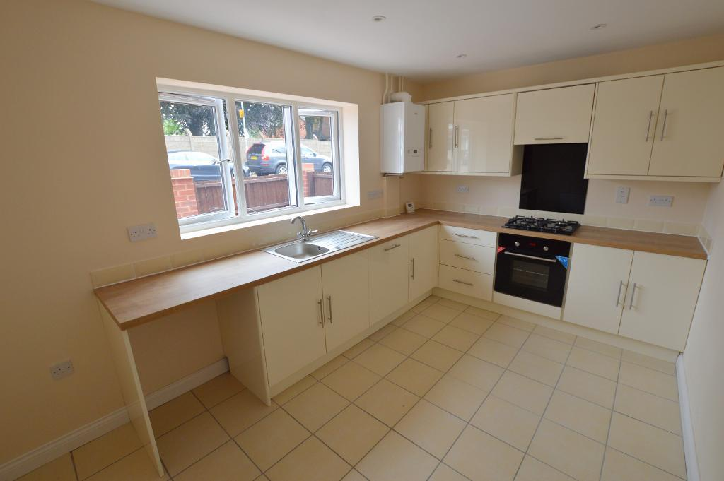 2 Bedrooms Detached House for sale in Pomfret Avenue, Round Green, Luton, LU2 0JL