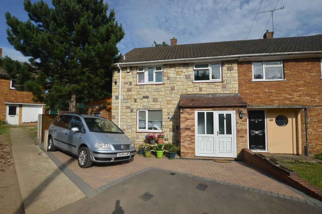 3 Bedrooms Semi Detached House for sale in Bank Close, Luton, Beds, LU4 9NX