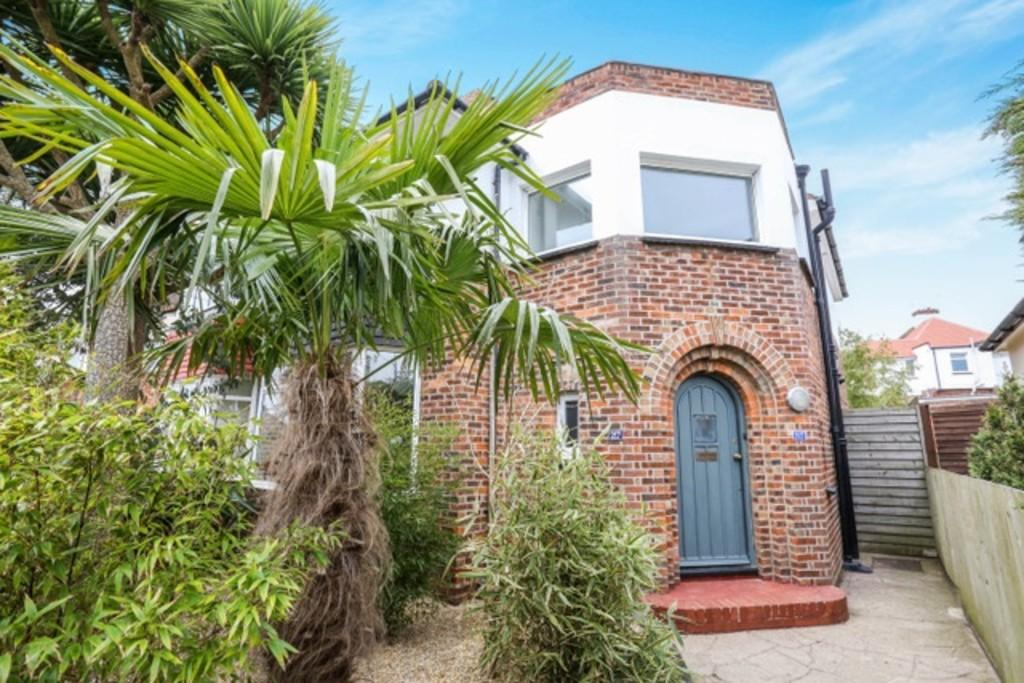 3 Bedrooms Semi Detached House for sale in Old Shoreham Road, Southwick