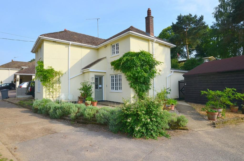 5 Bedrooms Detached House for sale in Pine Grove, Lower Road, Grundisburgh