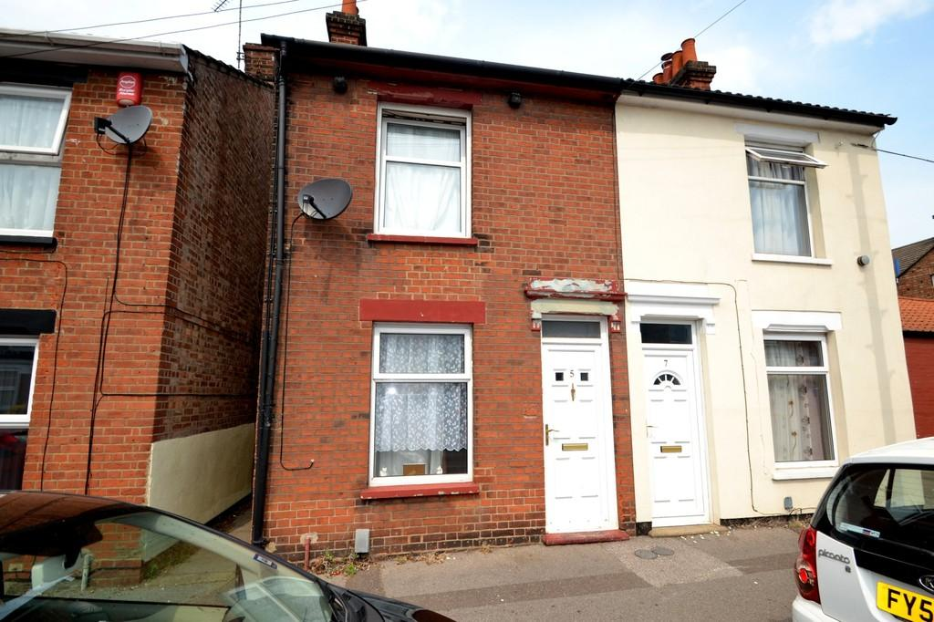 2 Bedrooms Semi Detached House for sale in Wellesley Road, Ipswich, Suffolk, IP4 1PP