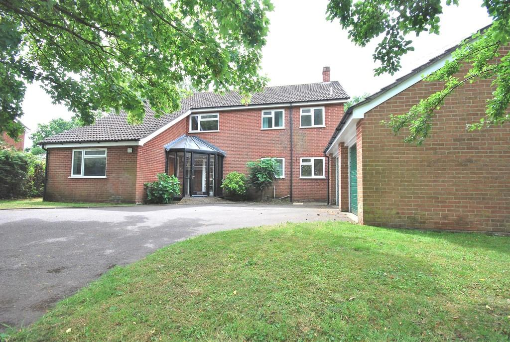 5 Bedrooms Detached House for sale in Mill Road, Old Buckenham