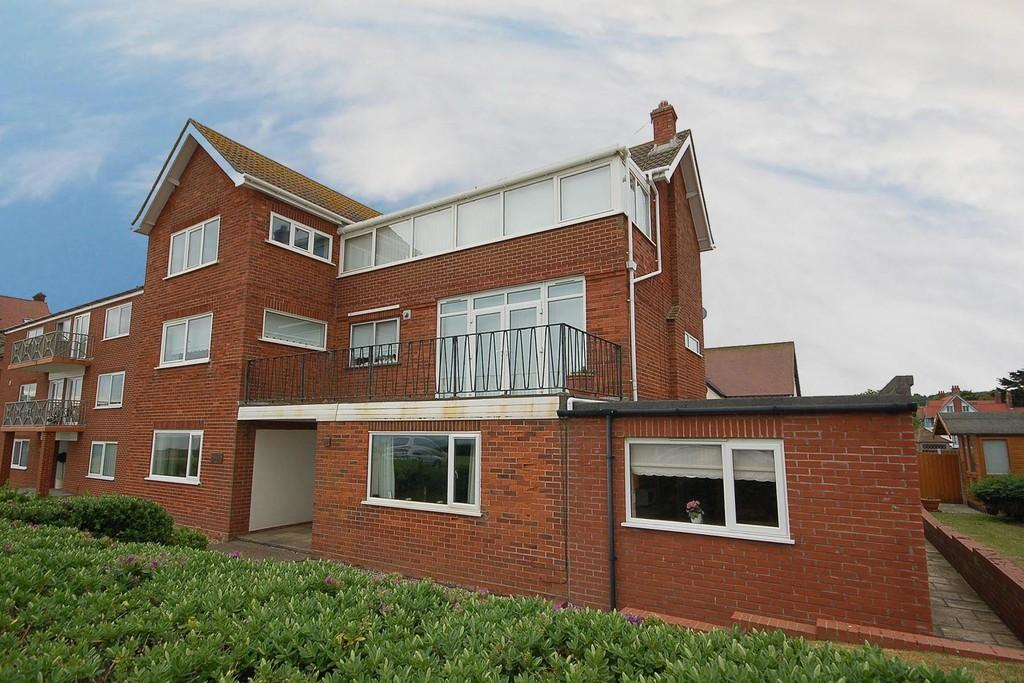 2 Bedrooms Ground Flat for sale in Burlington Gardens, Sheringham