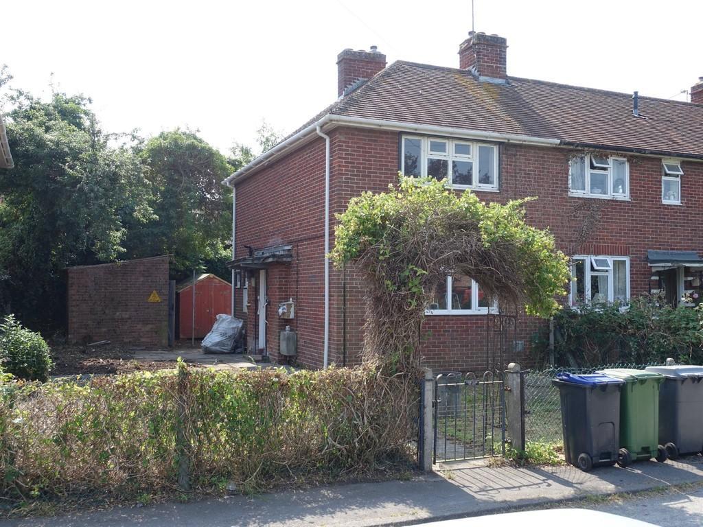 2 Bedrooms Semi Detached House for sale in Arras Close, Trowbridge
