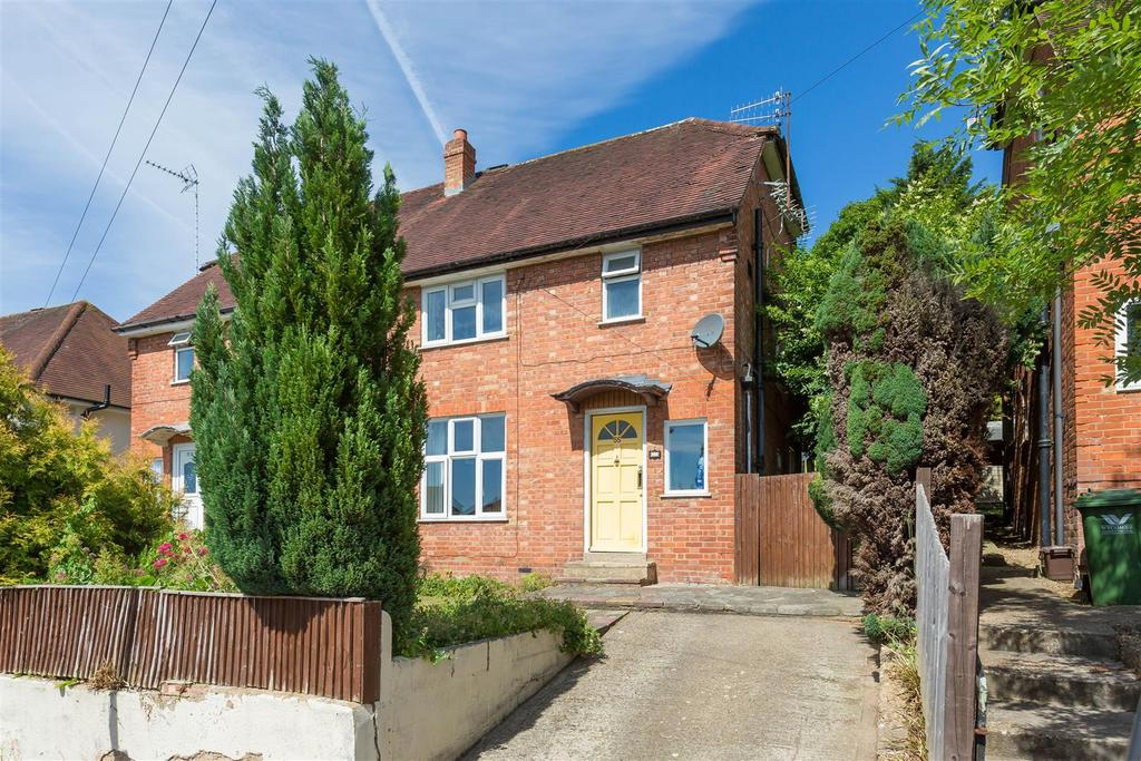 3 Bedrooms Semi Detached House for sale in Underwood Road, High Wycombe