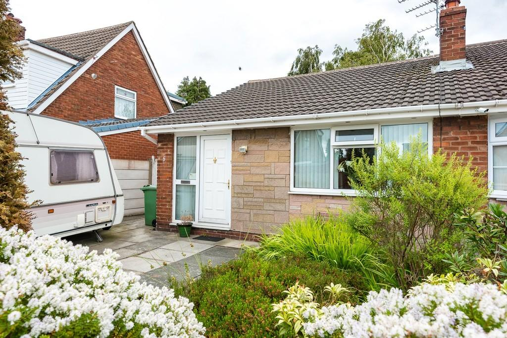 3 Bedrooms Semi Detached Bungalow for sale in Shirwell Grove, Sutton Leach, St. Helens