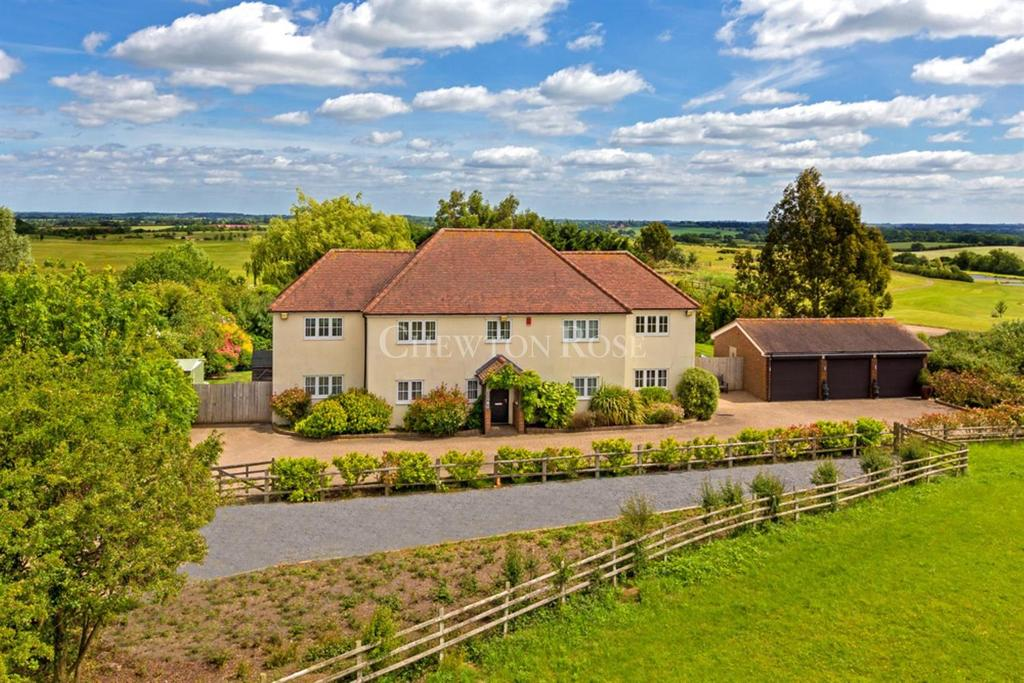 6 Bedrooms Detached House for sale in Ongar Park Estate