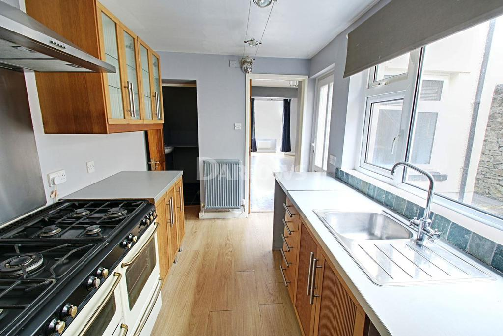 3 Bedrooms Semi Detached House for sale in Farm Road, Pontlottyn