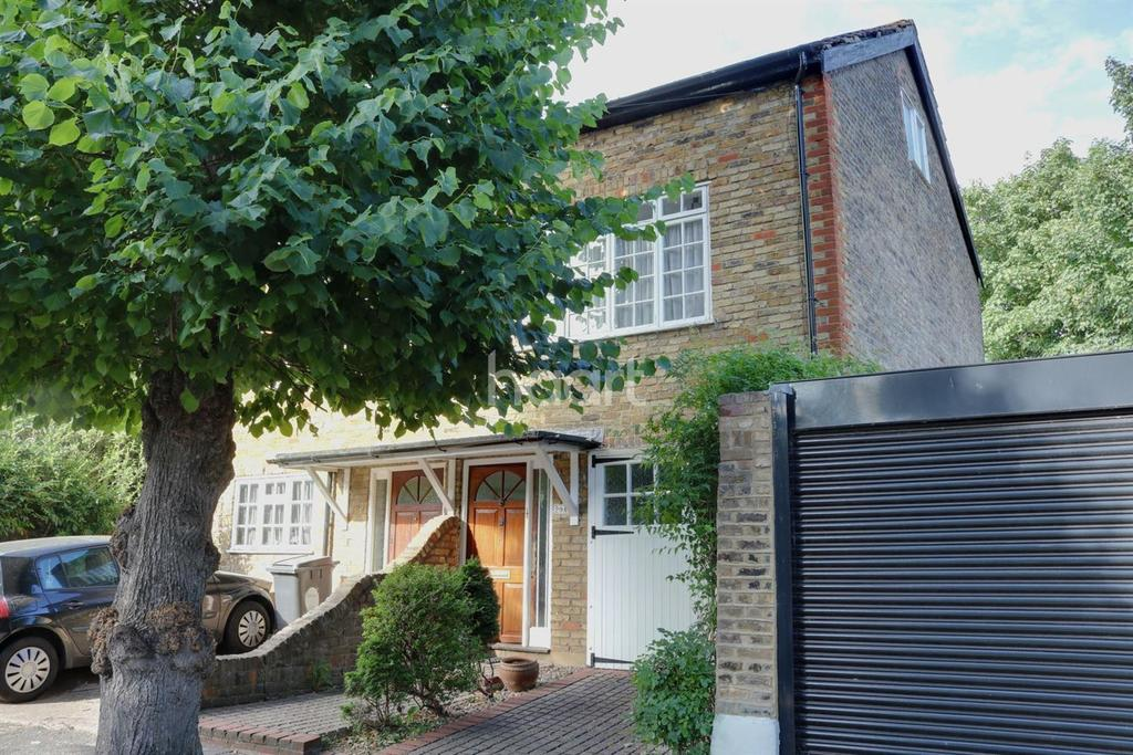 2 Bedrooms Semi Detached House for sale in Woodville Road, Leytonstone
