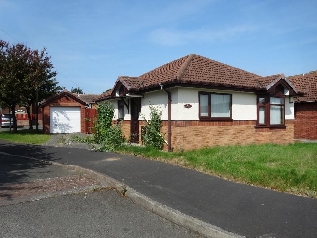 2 Bedrooms Detached Bungalow for sale in Cedar Avenue, Rhyl