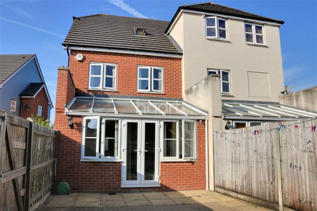 4 Bedrooms Semi Detached House for sale in Graylands Close