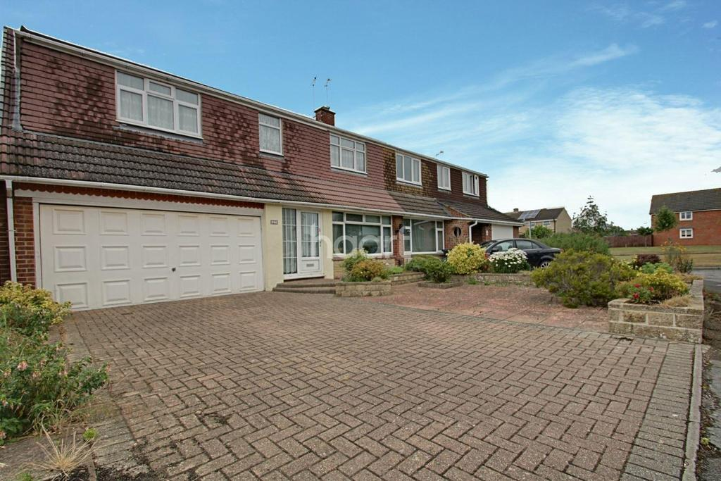 4 Bedrooms Semi Detached House for sale in Nythe