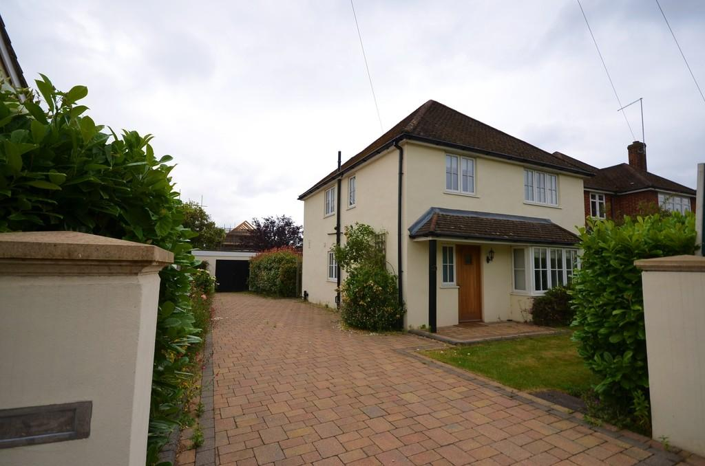 4 Bedrooms Detached House for sale in Chestnut Avenue, Farnham