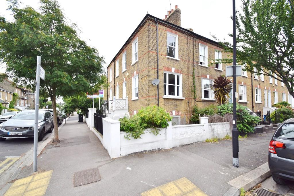 1 Bedroom Flat for sale in Priory Road, Chiswick, London
