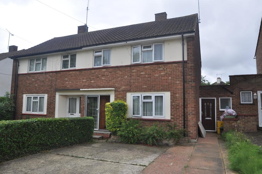 3 Bedrooms Semi Detached House for sale in Carlton Drive, Thundersley