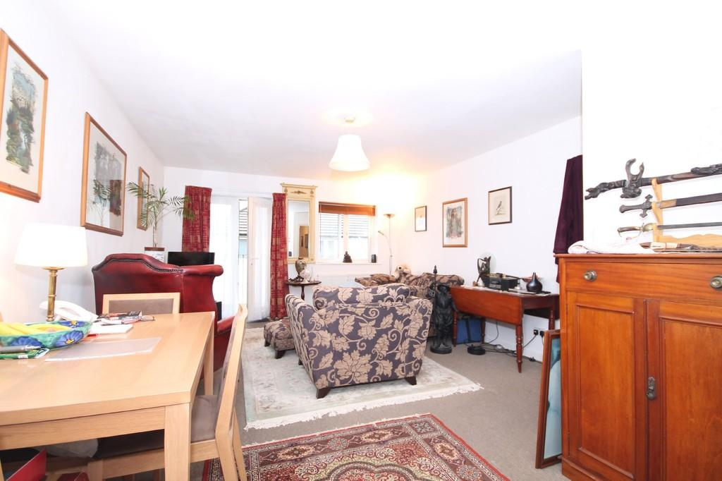 3 Bedrooms Apartment Flat for sale in Queensway, North Road, Lancing