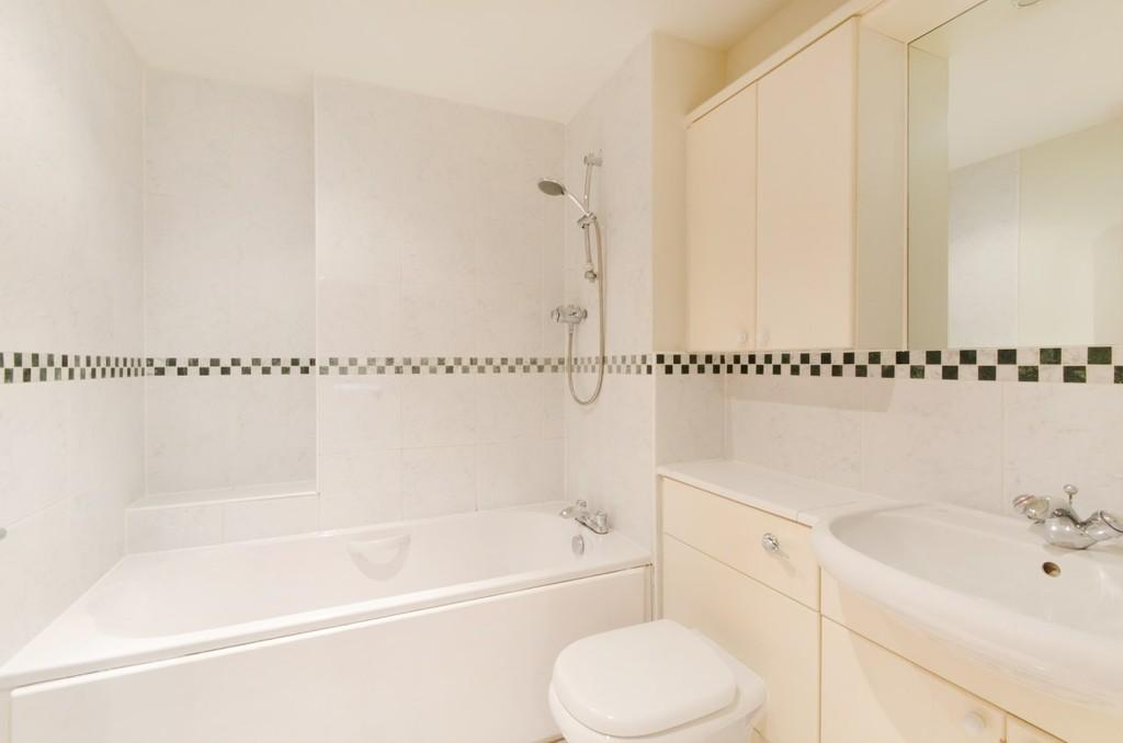 3 Bedrooms Apartment Flat for sale in Providence Square, London