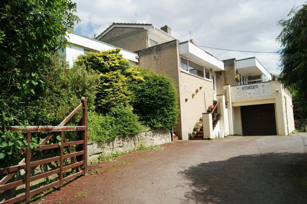 4 Bedrooms Detached House for sale in Middle Road, Coedpoeth, Wrexham