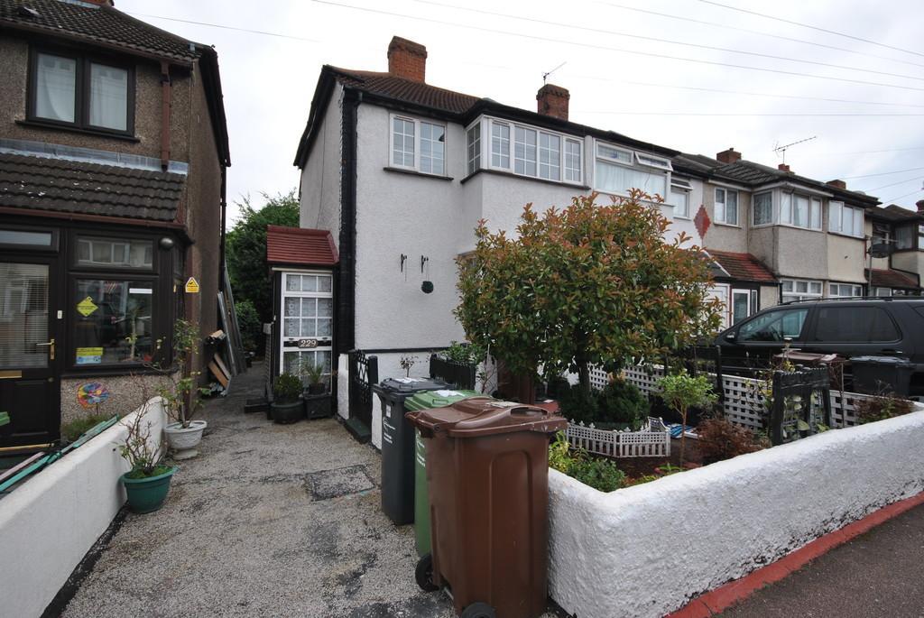 2 Bedrooms End Of Terrace House for sale in Beam Avenue, Dagenham